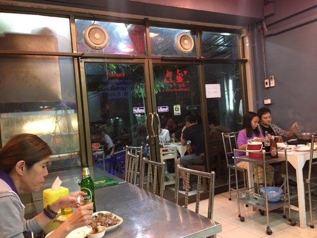 バンコクで食べれる安くて美味い屋台紹介$タニヤからタクシーで10分